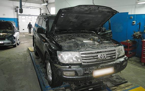 Замена масла в двигателе Тойота Ленд Крузер 200