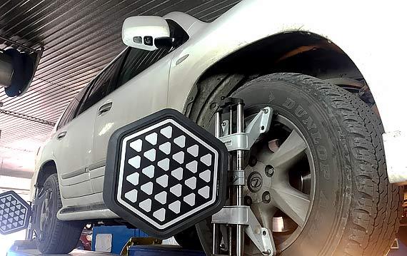 Развал схождение Lexus в Пятигорске